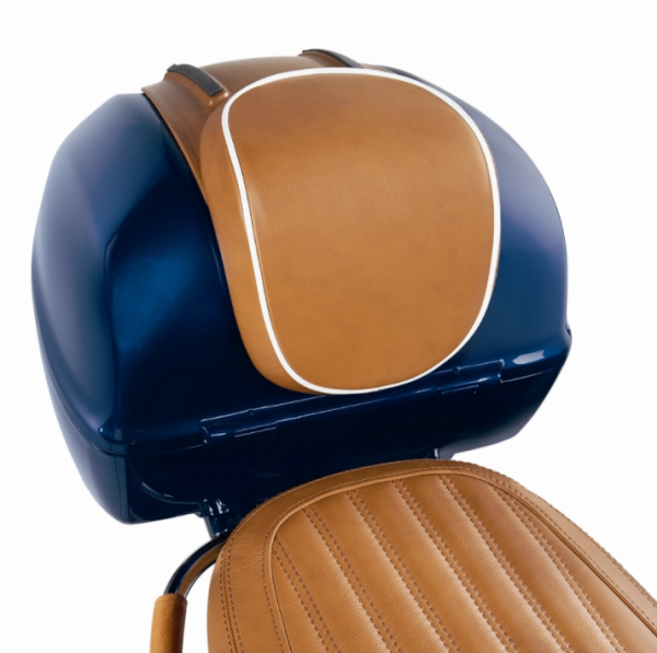 "Original dosseret top-case ""Luxury Edition"" Vespa Primavera / Sprint, cuir véritable brun avec passepoil blanc"