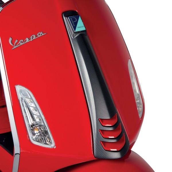 Cache plaque avant (cascade) aspect carbone pour Vespa Sprint