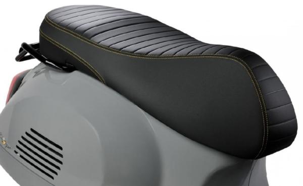 "Siège sport ""Black Kit"" pour Vespa GTS Super Tech HPE"